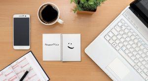 teletrabajo desde escritorio es felicidad