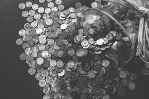 Monedas que representan el ingreso minimo mensual en Chile